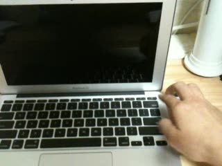 MacBook_Air_Late2010_01.jpg